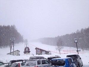 子供がスキー教室だけど自分がスキーが出来ない場合、スキースクールに入れるが一番!