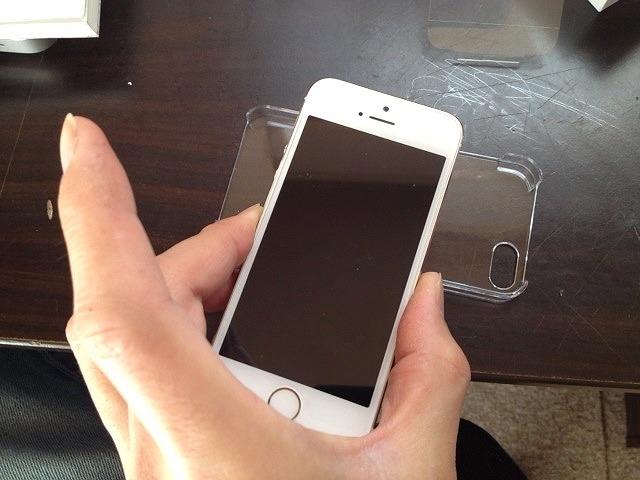 使っているiPhoneのケースは100円ショップで購入。手帳タイプの実用性を考える