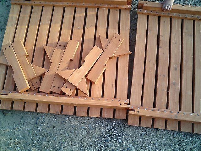 ベランダに簡単なウッドデッキを組み立てて設置してみた