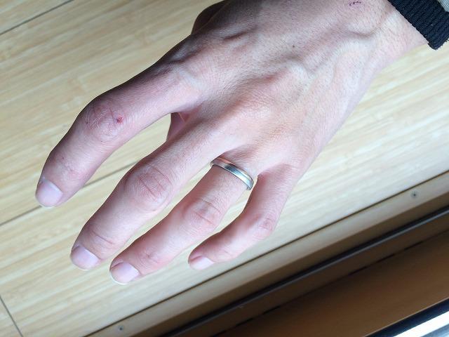 男の結婚指輪はどう思う?自分は結婚指輪をつける派だ