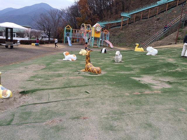びんぐしの里公園は埴科郡坂城町にある、長〜い滑り台が特徴の楽しい公園