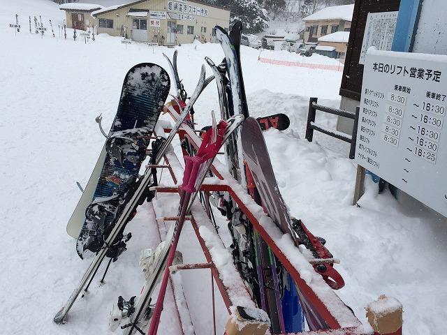 子供のスキー教室へ自前のスキーをどのように持っていくか?ケースは必要か?
