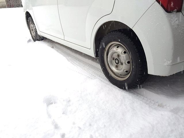 雪道にはまったらどうするか?脱輪脱出方法は意外と簡単で覚えておこう