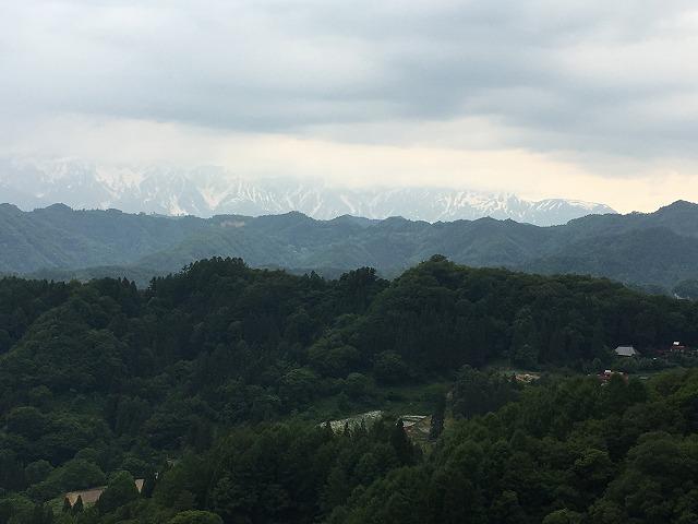 小川村にある「アルプス展望広場」から日本アルプスを曇っていたけど見てみた