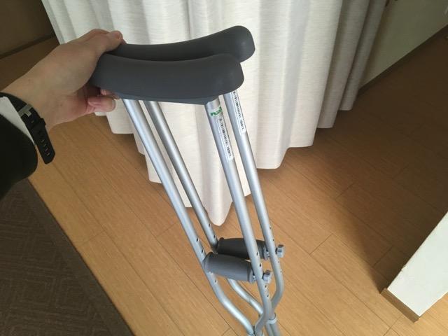繰り返す椎間板ヘルニアとの戦いにマイ松葉杖を買ってみたら大満足。