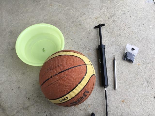 すぐに空気の抜けるバスケットボールのパンク修理をやってみた